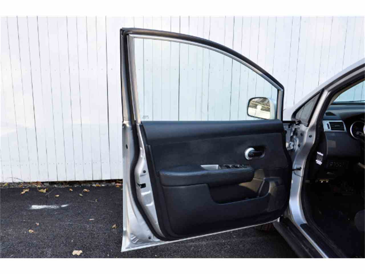 Large Picture of 2011 Nissan Versa - MDL5