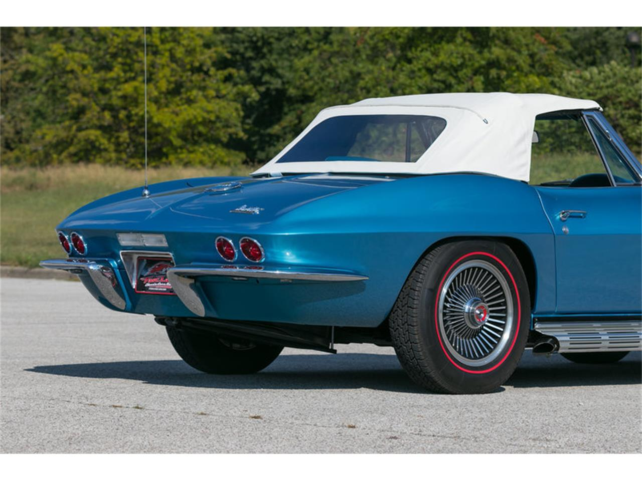 Large Picture of Classic 1967 Corvette located in St. Charles Missouri - MDUJ