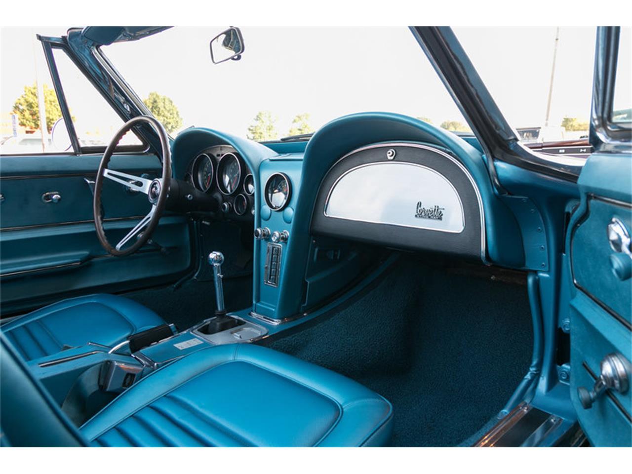 Large Picture of '67 Chevrolet Corvette - MDUJ