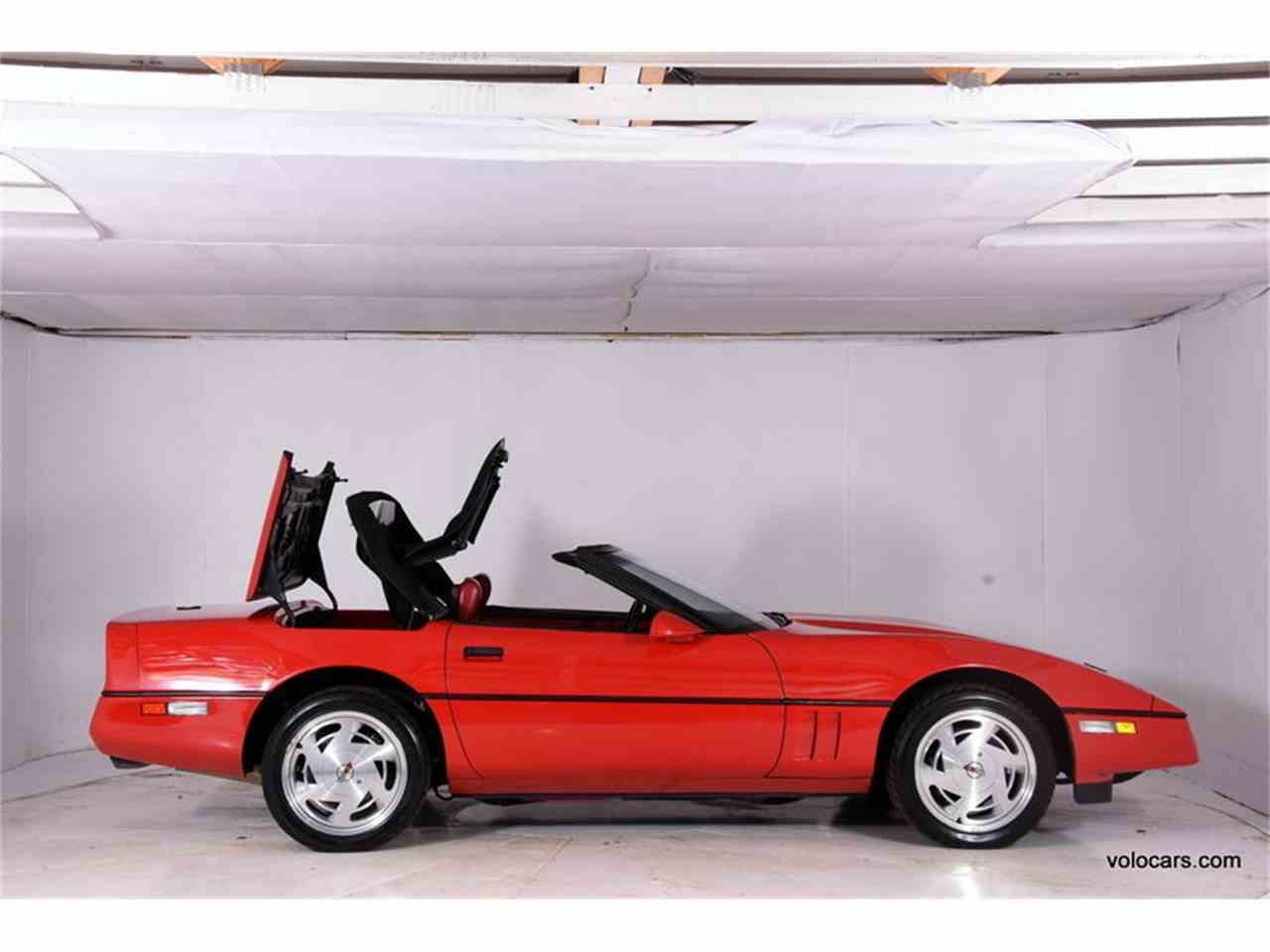 Large Picture of 1989 Chevrolet Corvette located in Illinois Offered by Volo Auto Museum - MDVF