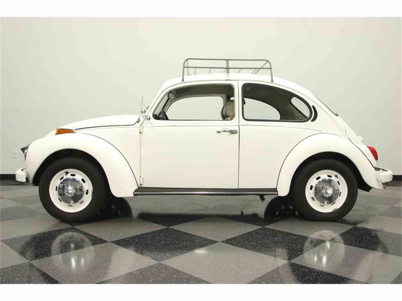 Large Picture of Classic '71 Volkswagen Super Beetle located in Lutz Florida - $9,995.00 - MF74