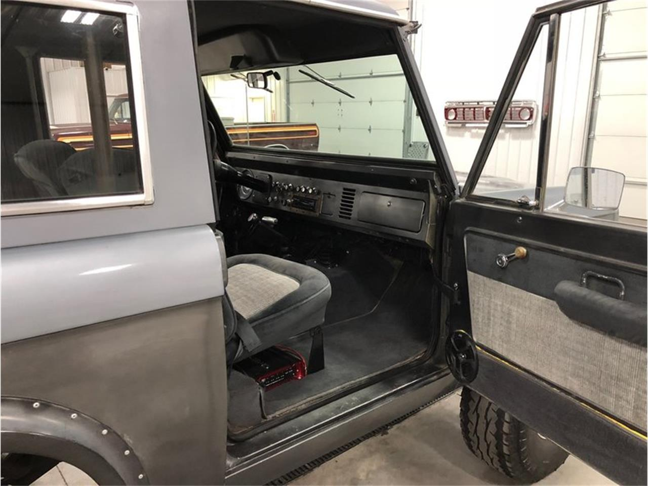 Large Picture of '70 Ford Bronco located in Holland  Michigan Offered by 4-Wheel Classics - MF7T