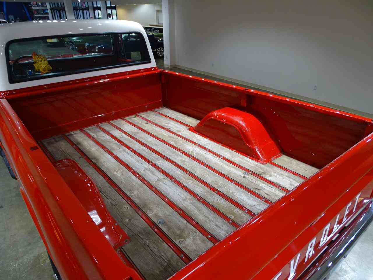 Large Picture of '72 Chevrolet K-10 located in O'Fallon Illinois Offered by Gateway Classic Cars - St. Louis - MFDJ