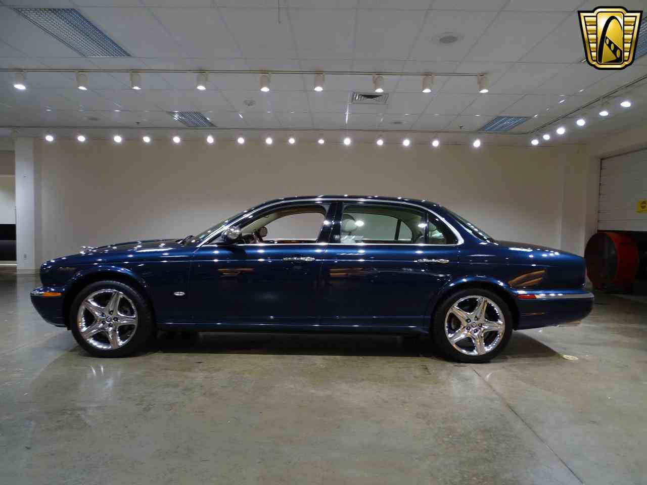 Large Picture of '06 Jaguar XJ8 located in Illinois Offered by Gateway Classic Cars - St. Louis - MFNT