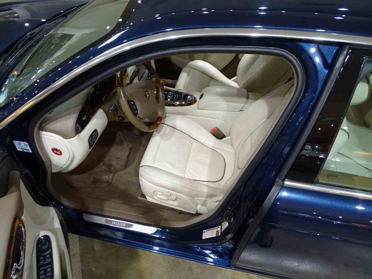 Large Picture of 2006 Jaguar XJ8 located in Illinois - $14,995.00 Offered by Gateway Classic Cars - St. Louis - MFNT