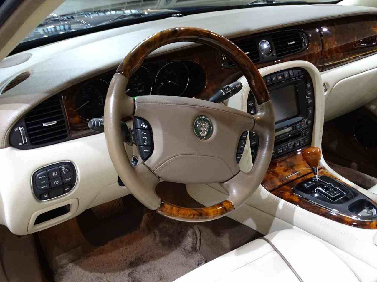 Large Picture of 2006 XJ8 located in Illinois - $14,995.00 Offered by Gateway Classic Cars - St. Louis - MFNT