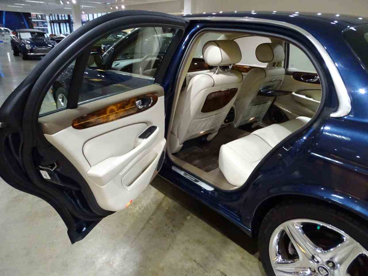 Large Picture of 2006 Jaguar XJ8 Offered by Gateway Classic Cars - St. Louis - MFNT