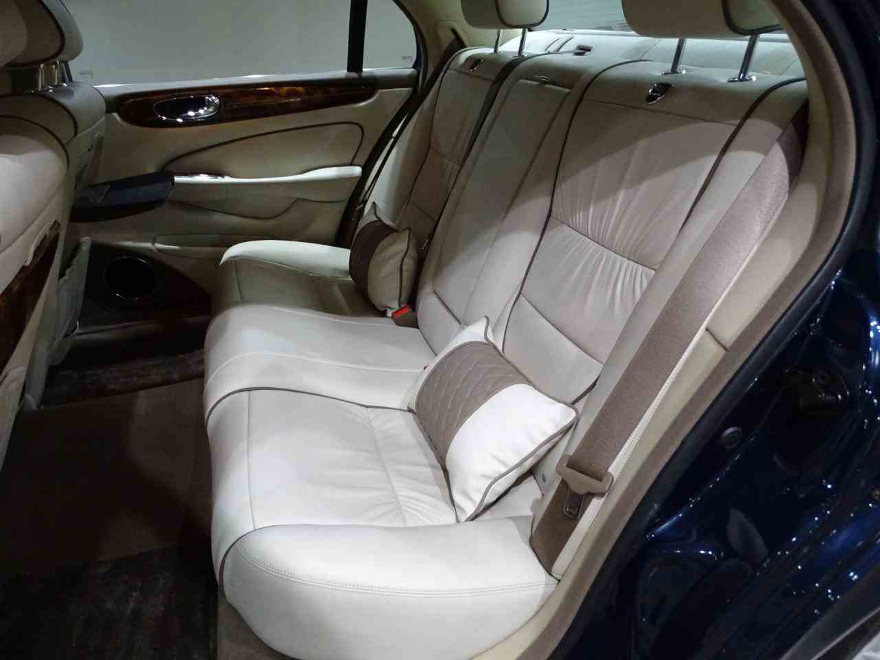 Large Picture of '06 XJ8 located in Illinois Offered by Gateway Classic Cars - St. Louis - MFNT