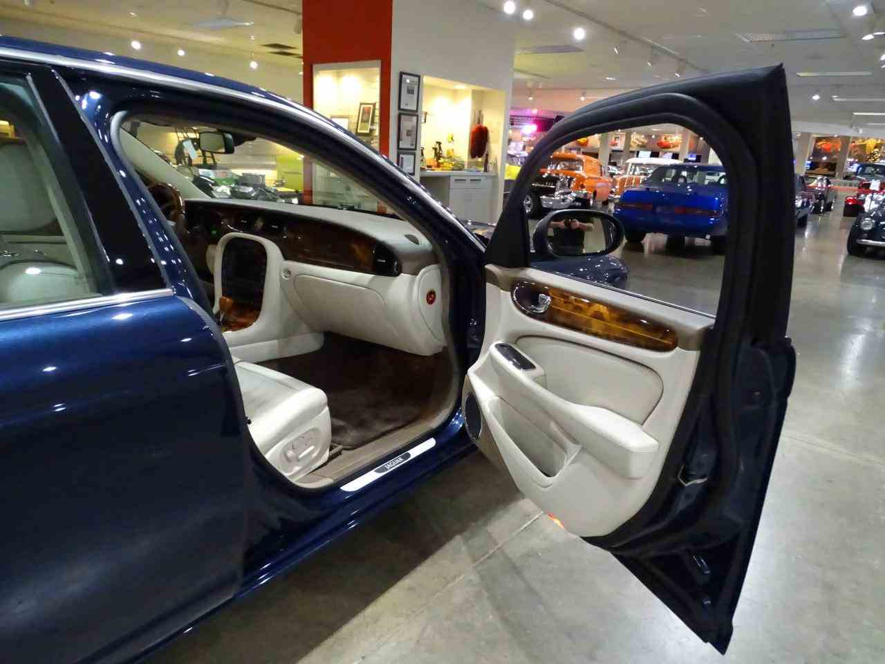 Large Picture of '06 XJ8 - $14,995.00 Offered by Gateway Classic Cars - St. Louis - MFNT