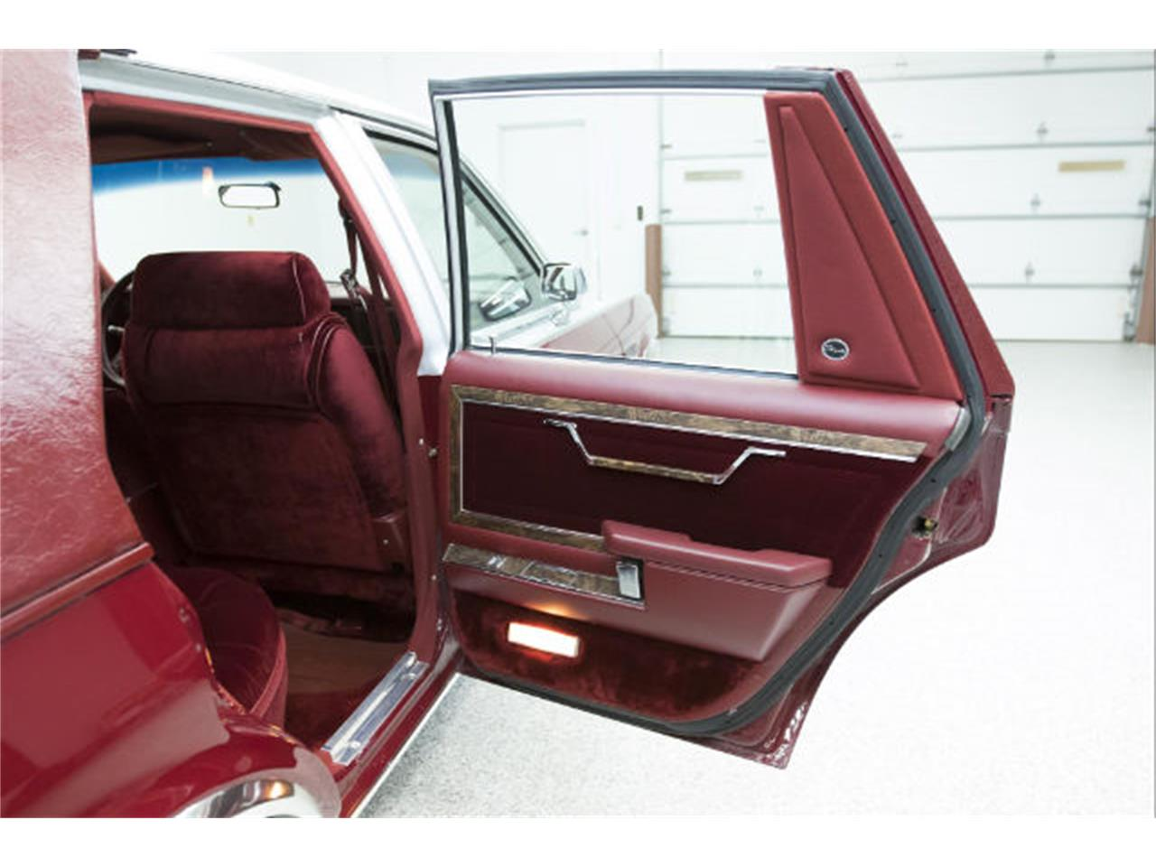 Large Picture of '86 Chrysler Fifth Avenue - $13,975.00 Offered by Frankman Motor Company - MFNZ