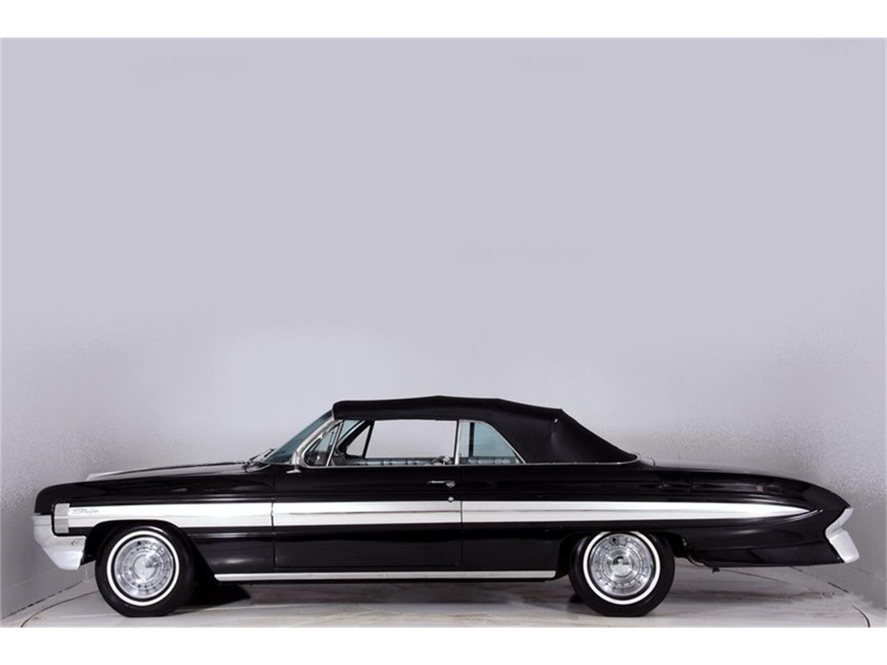 Large Picture of Classic 1961 Oldsmobile Starfire - $30,998.00 Offered by Volo Auto Museum - MFQR