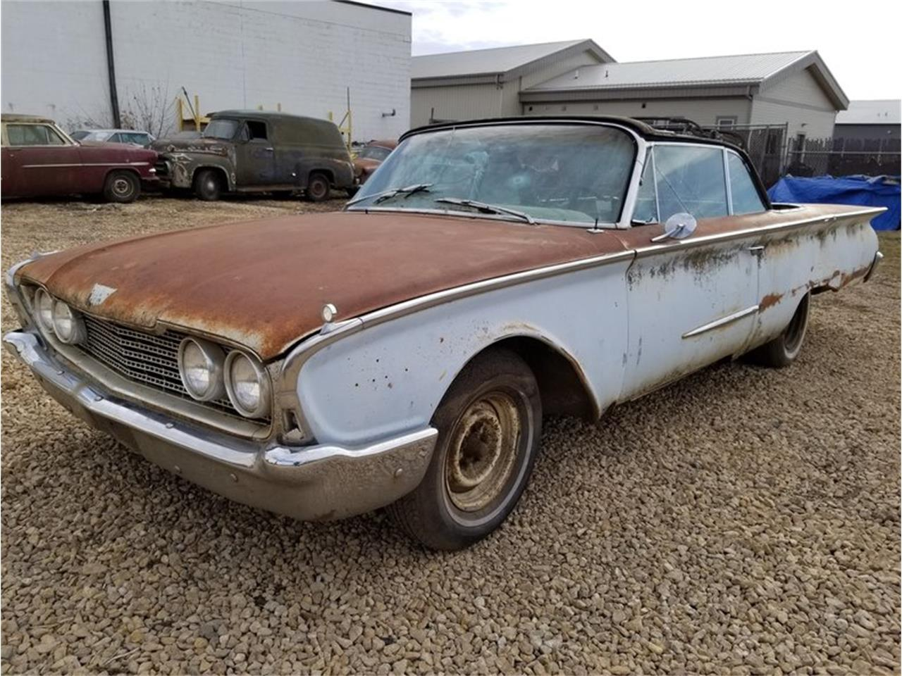 Large Picture of Classic 1960 Ford Sunliner located in Mankato Minnesota - MFTO