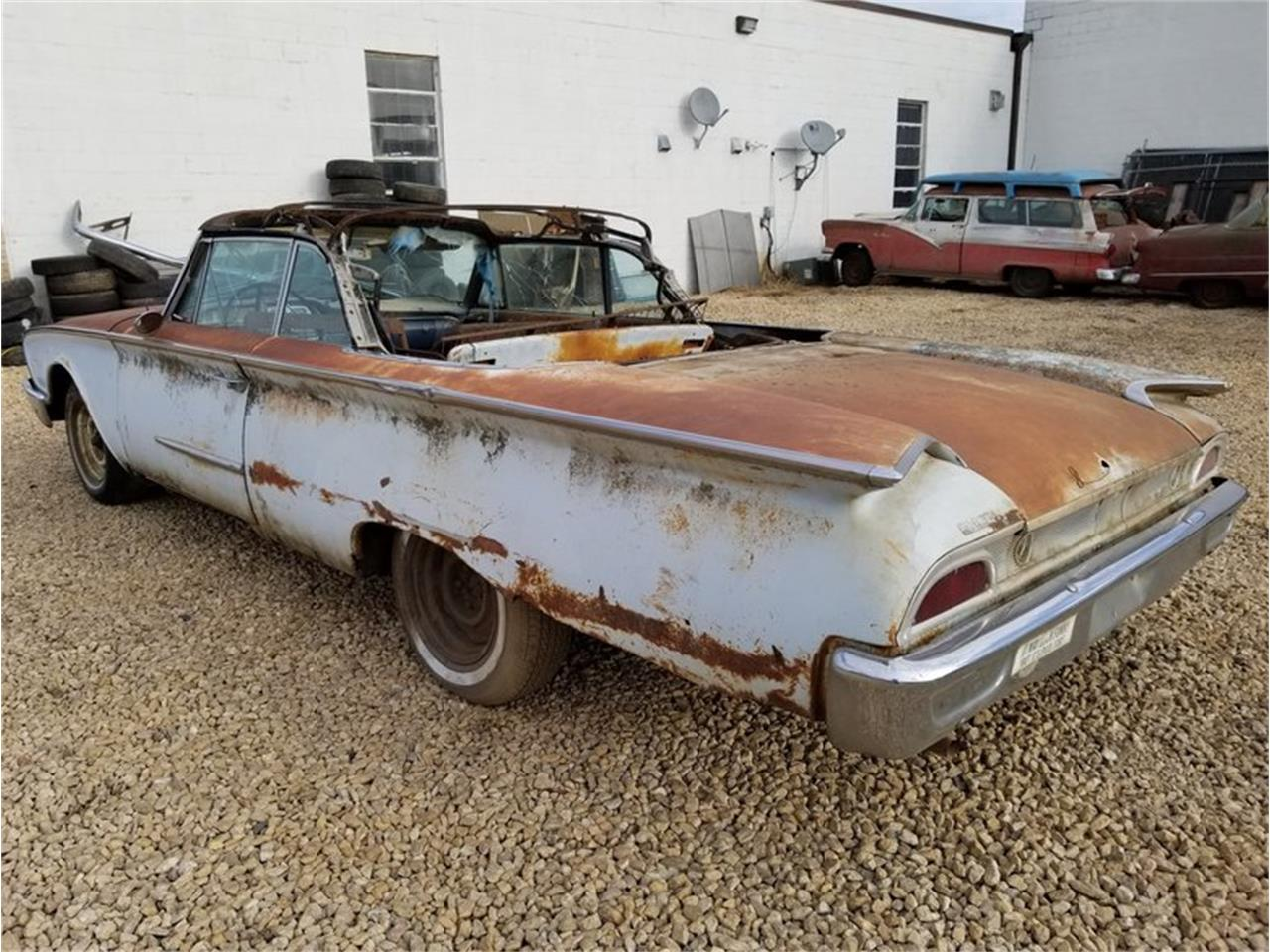 Large Picture of '60 Ford Sunliner located in Mankato Minnesota Offered by Unique Specialty And Classics - MFTO