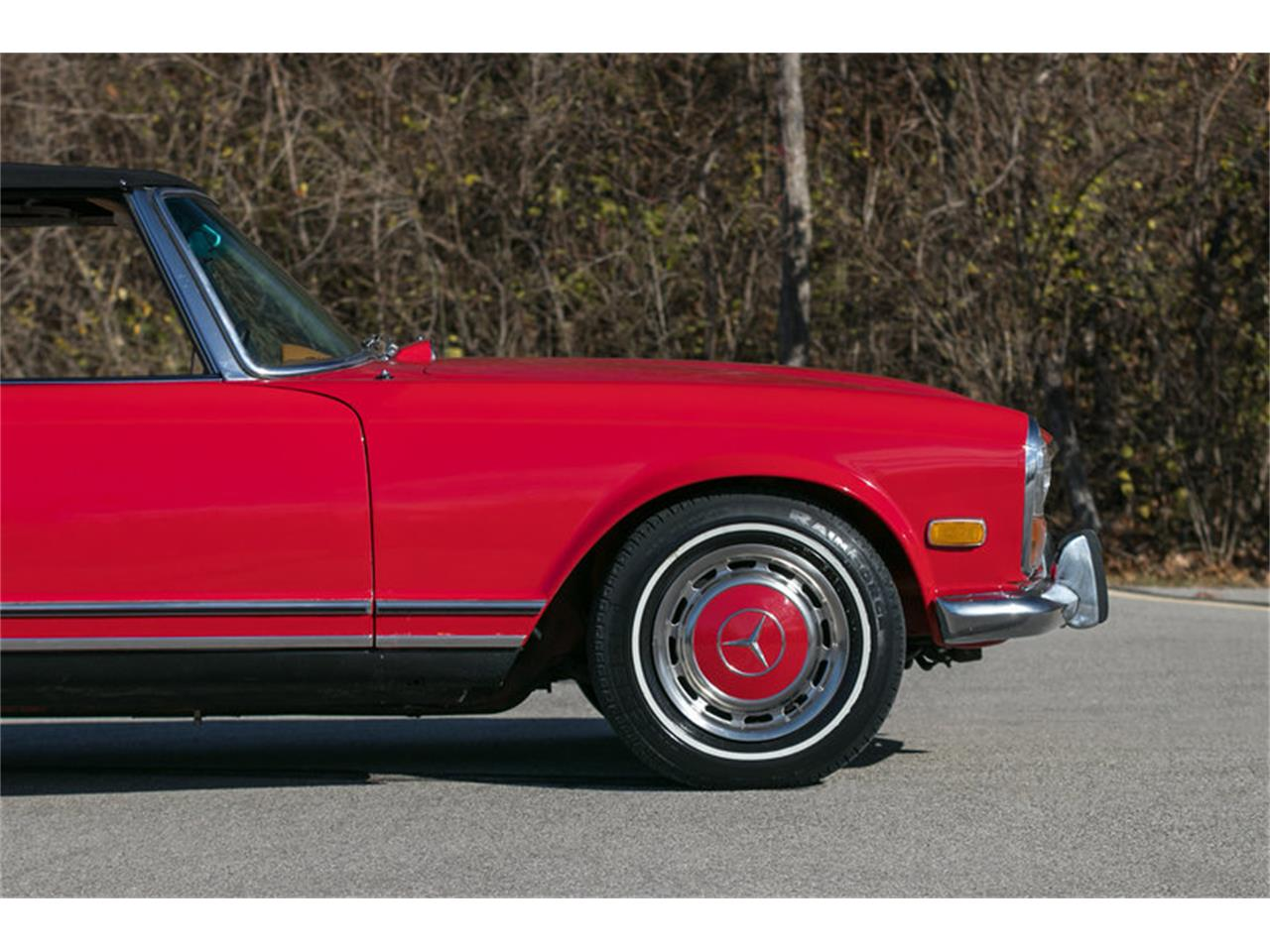 Large Picture of Classic '71 Mercedes-Benz 280SL located in St. Charles Missouri - MFTR
