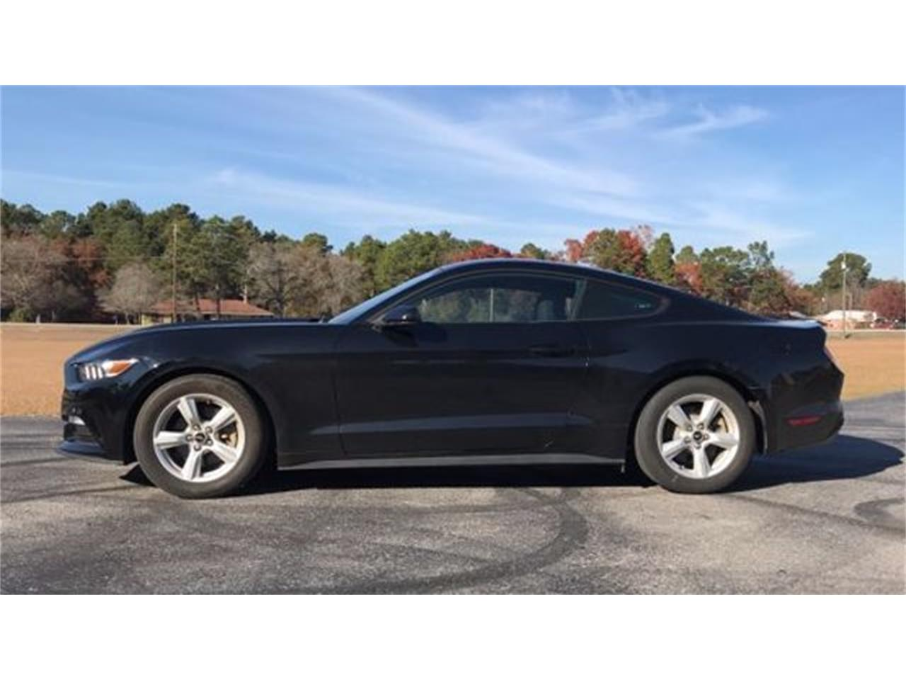 Large Picture of '16 Ford Mustang located in Hope Mills North Carolina - MFZO