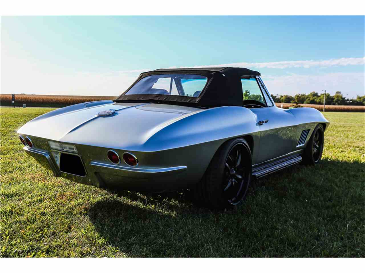 Large Picture of Classic '67 Corvette - MGFK
