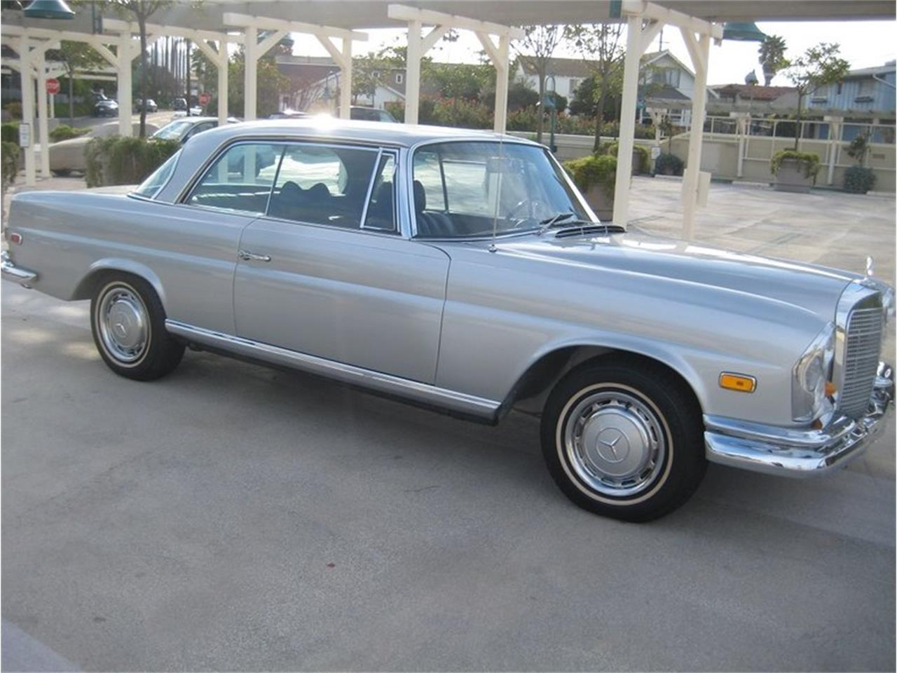 Large Picture of '69 Mercedes-Benz 280SE located in Laguna Beach California Offered by Laguna Classic Cars - MGKL