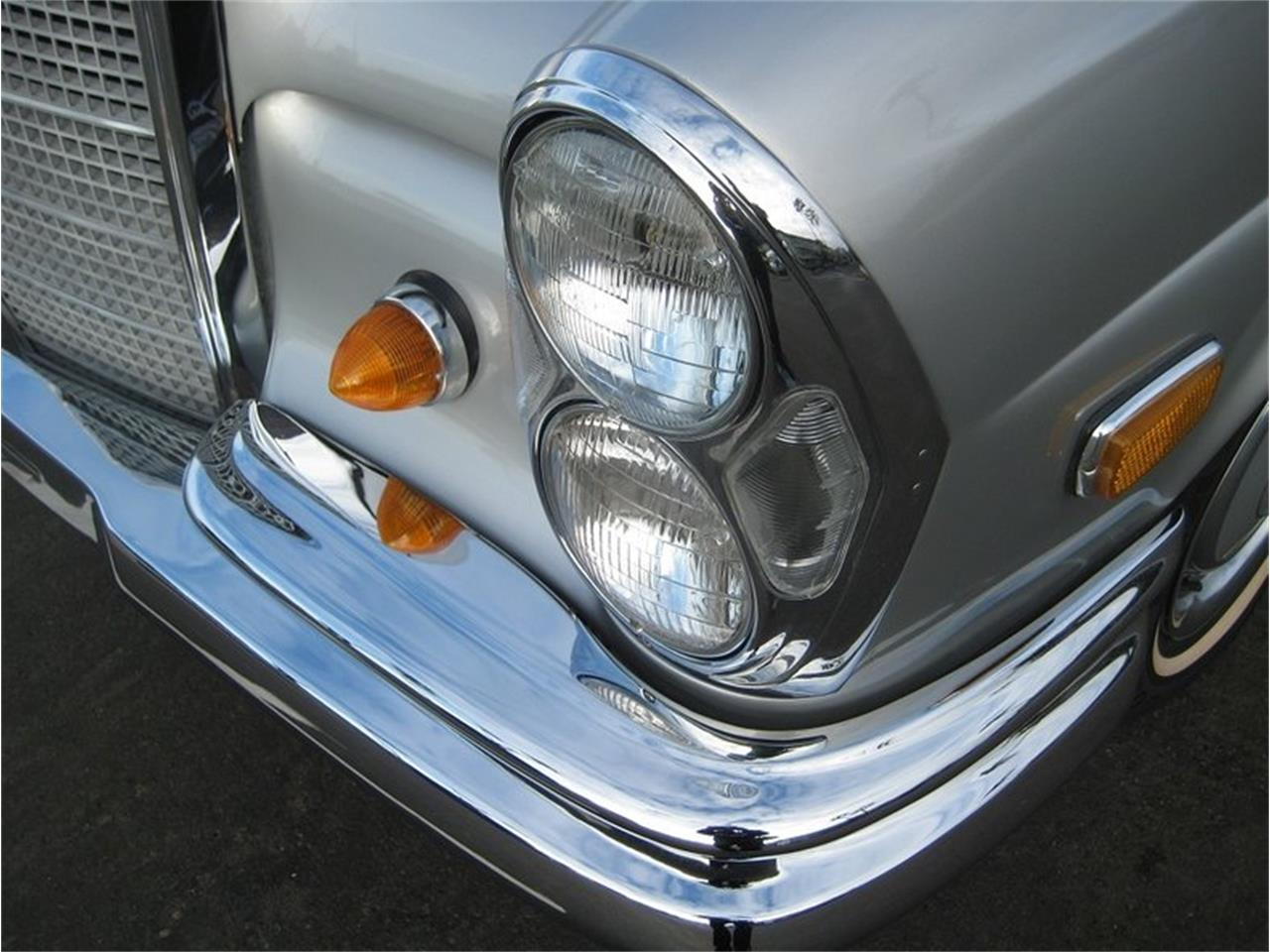 Large Picture of Classic 1969 Mercedes-Benz 280SE located in Laguna Beach California - MGKL