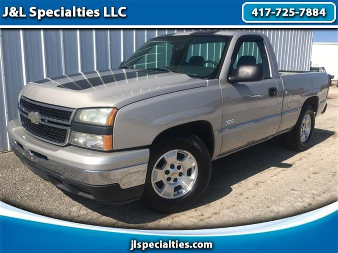 Large Picture of 2006 Chevrolet Silverado located in Nixa Missouri Offered by J&L Specialties LLC - MGLQ