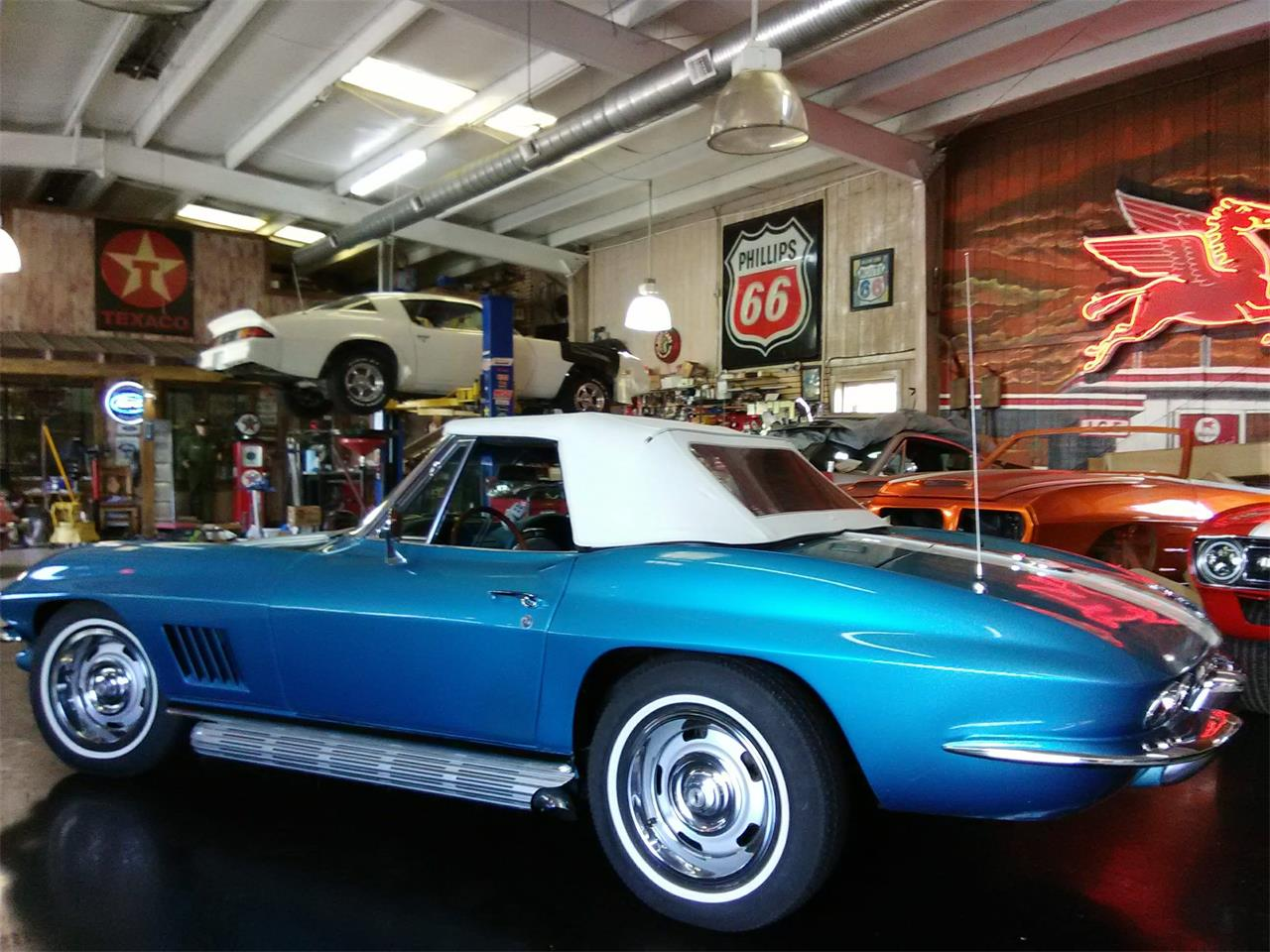 Large Picture of 1967 Corvette - MGW4