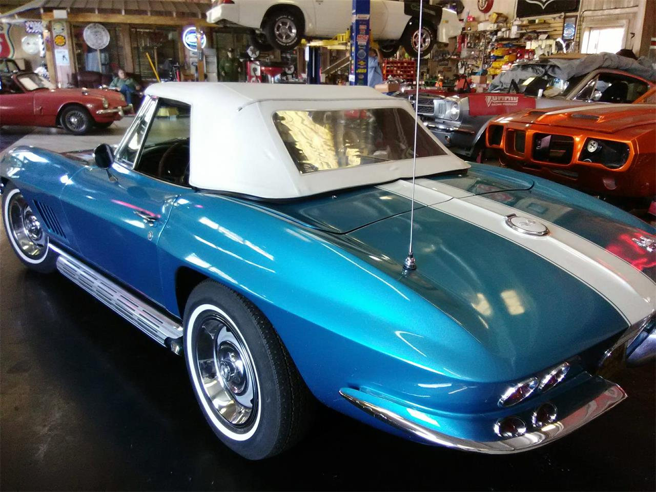 Large Picture of '67 Corvette - MGW4