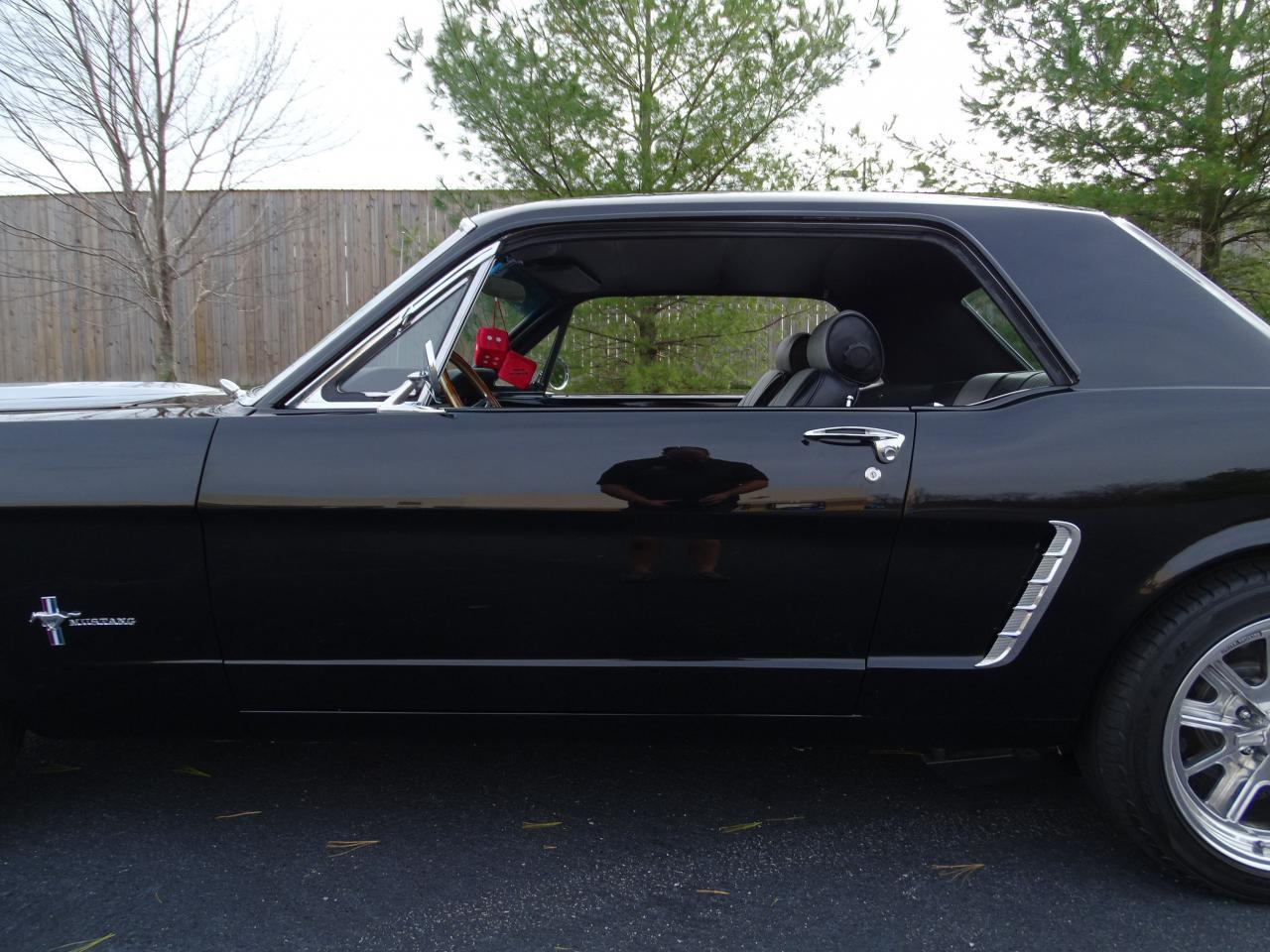 Large Picture of Classic 1965 Ford Mustang - MH00