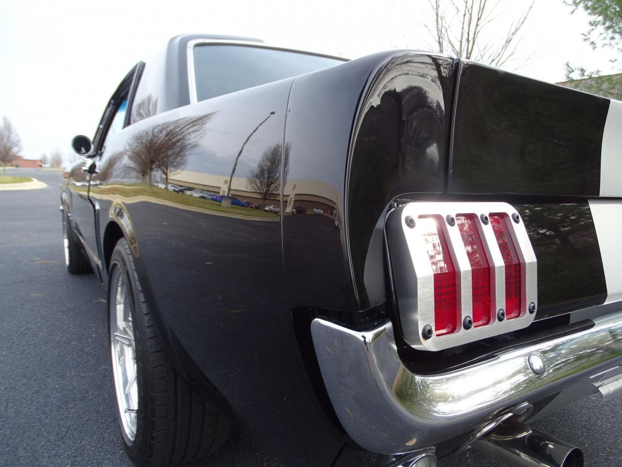 Large Picture of '65 Ford Mustang - MH00