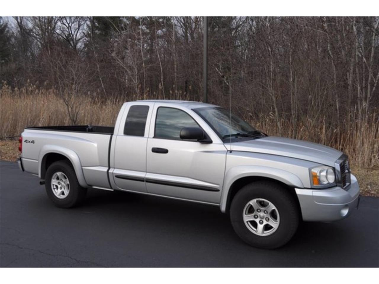 Large Picture of '05 Dakota Auction Vehicle - MHA6