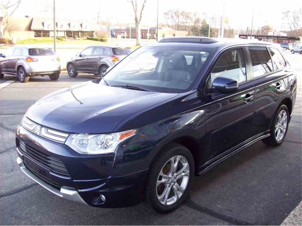 Large Picture of '14 Mitsubishi Outlander - $17,495.00 - MB5J
