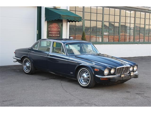 Picture of 1974 Jaguar XJ12 - MHFC