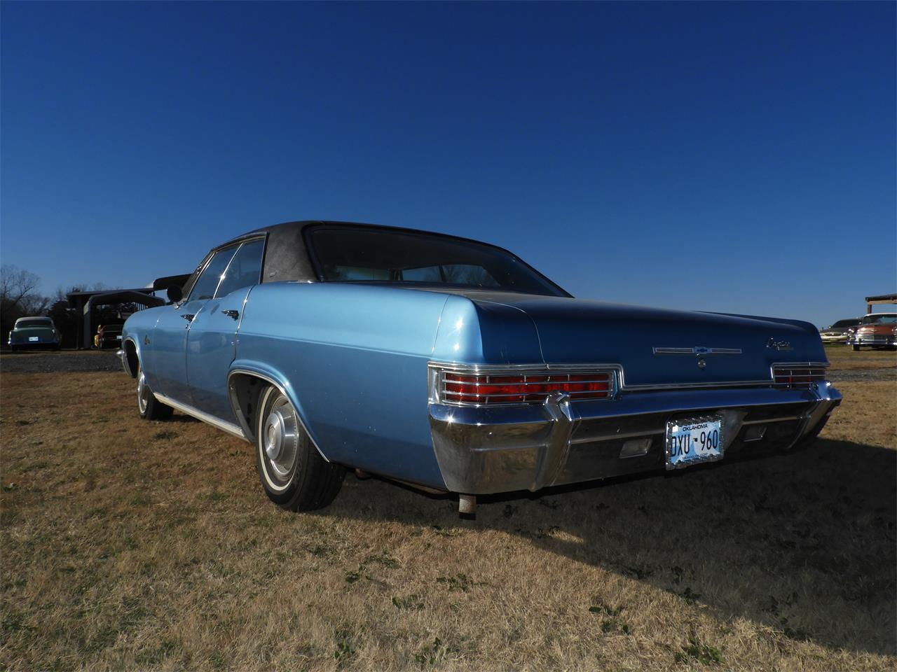 Large Picture of Classic '66 Caprice Auction Vehicle - MHU7