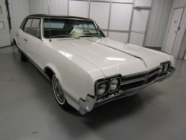 Picture of '66 Cutlass Supreme - MJXQ