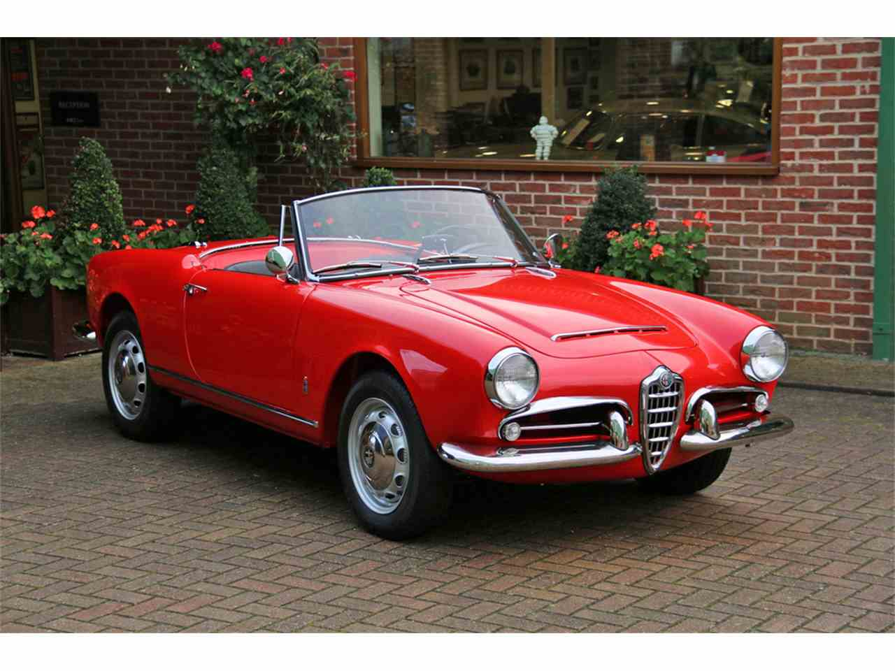 1962 alfa romeo giulia spider for sale cc 1050275. Black Bedroom Furniture Sets. Home Design Ideas