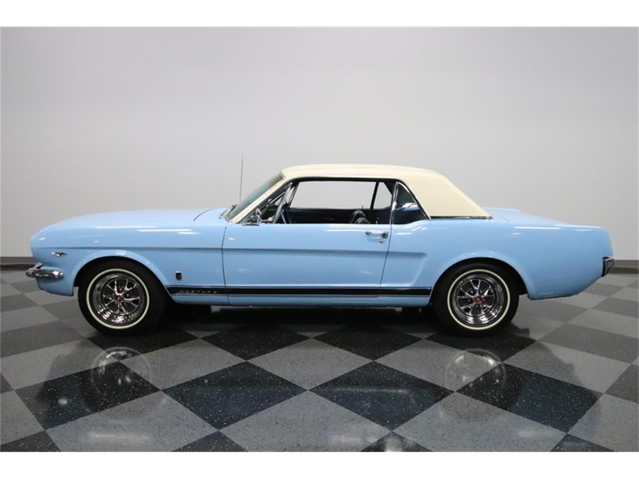 Large Picture of Classic 1965 Mustang GT - MI7M
