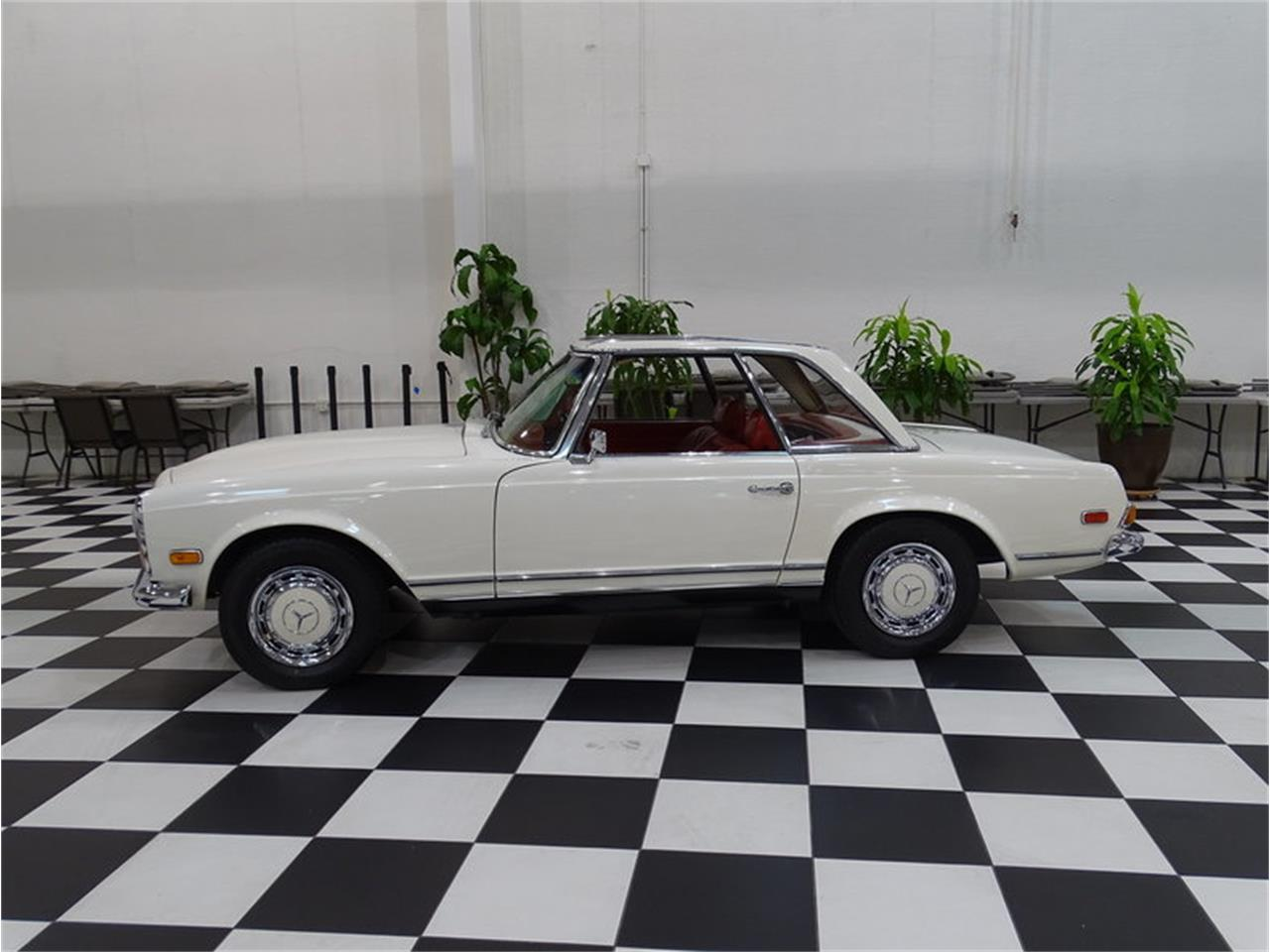 Large Picture of Classic '70 Mercedes-Benz 280SL Offered by GAA Classic Cars Auctions - MKVK
