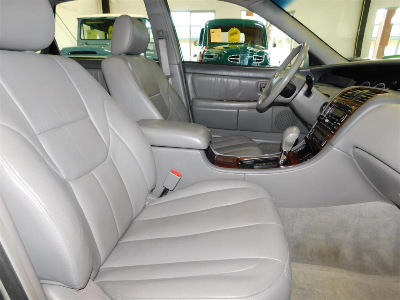 Large Picture of 2002 Toyota Avalon located in Bend Oregon - $4,995.00 Offered by Bend Park And Sell - MO09