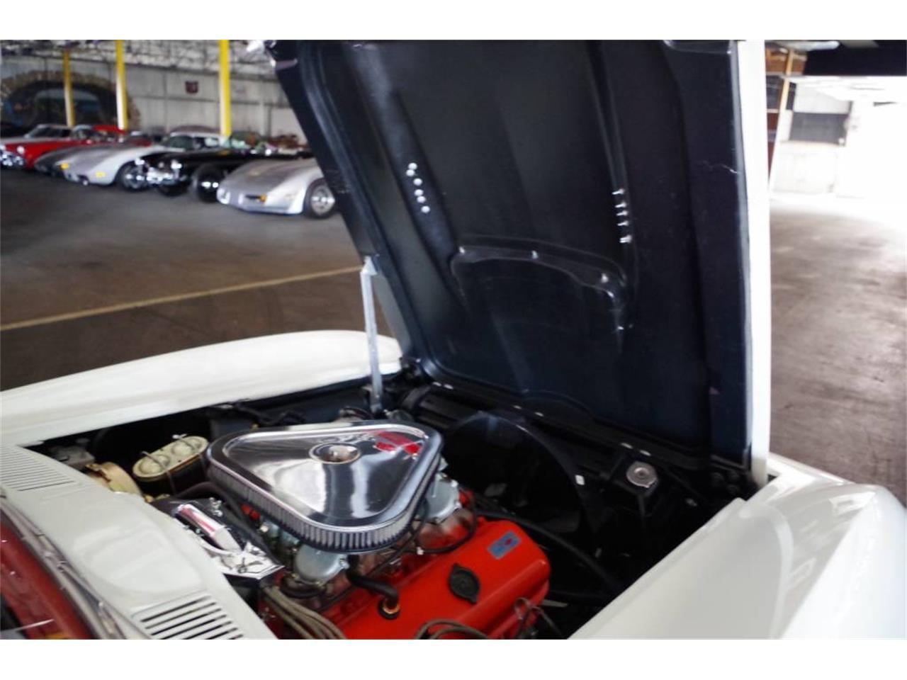Large Picture of '67 Corvette located in Missouri - MO1U