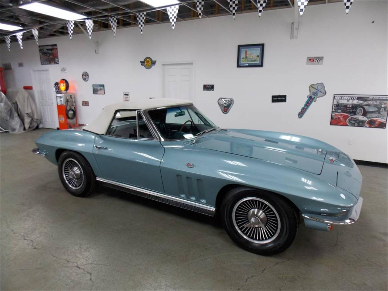Large Picture of '66 Corvette - MO1V