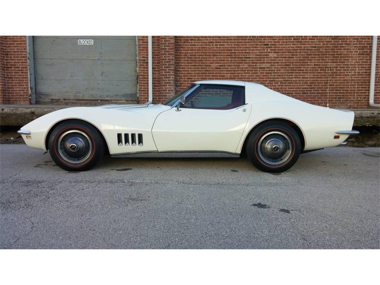 Large Picture of Classic 1968 Corvette located in N. Kansas City Missouri - MO22