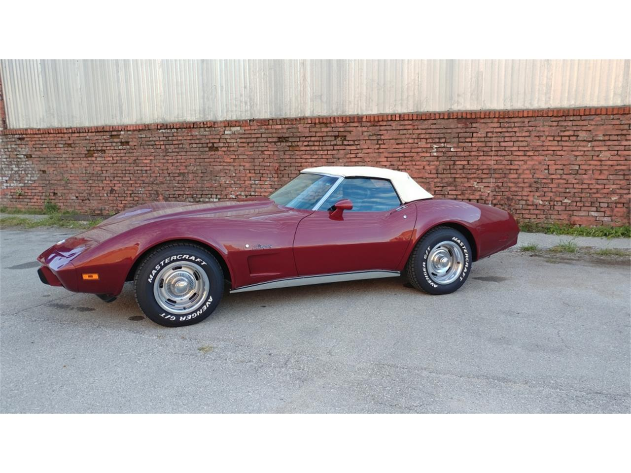 Large Picture of 1975 Corvette - MO2D