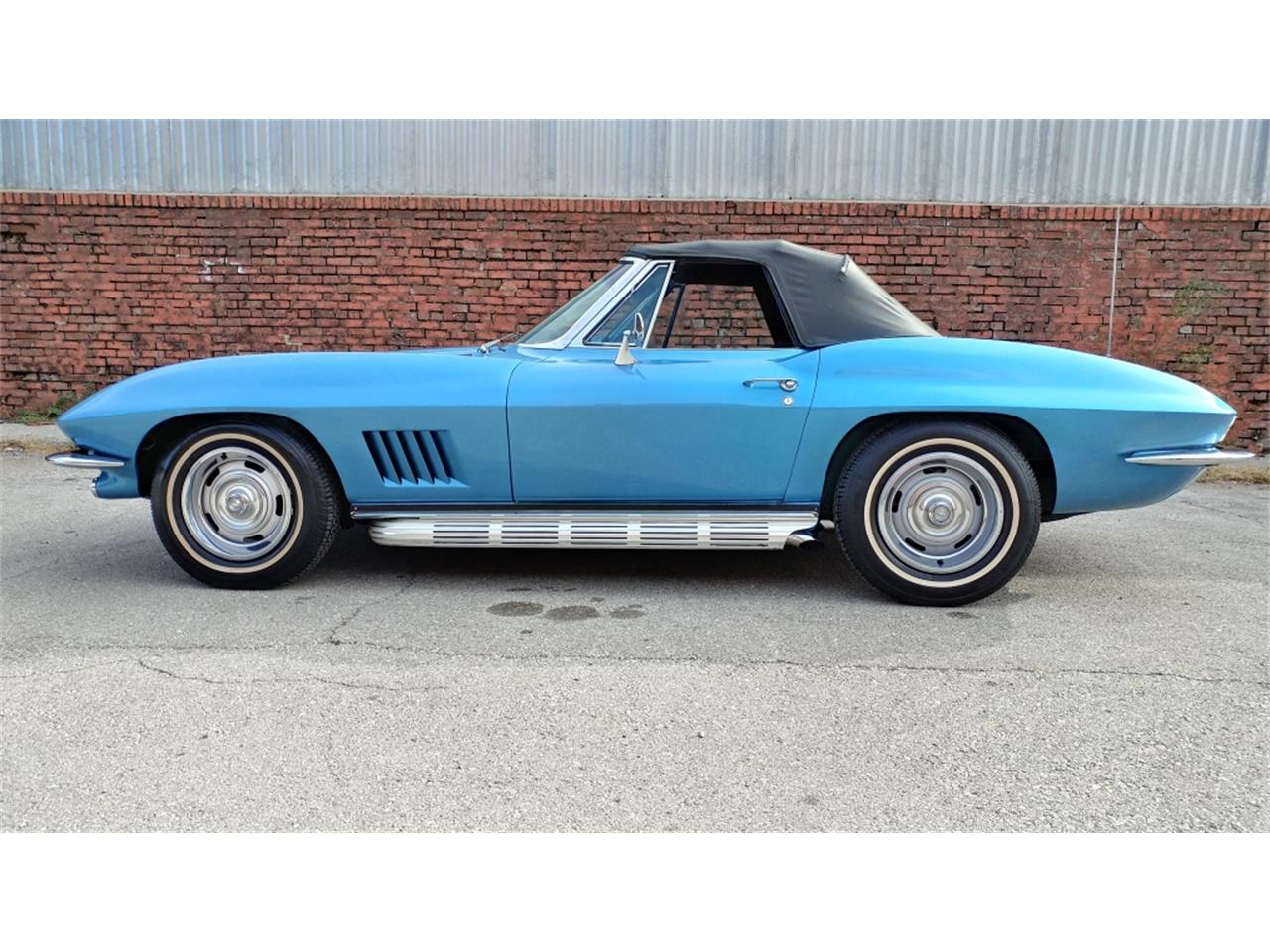 Large Picture of Classic '67 Chevrolet Corvette located in N. Kansas City Missouri - MO2L