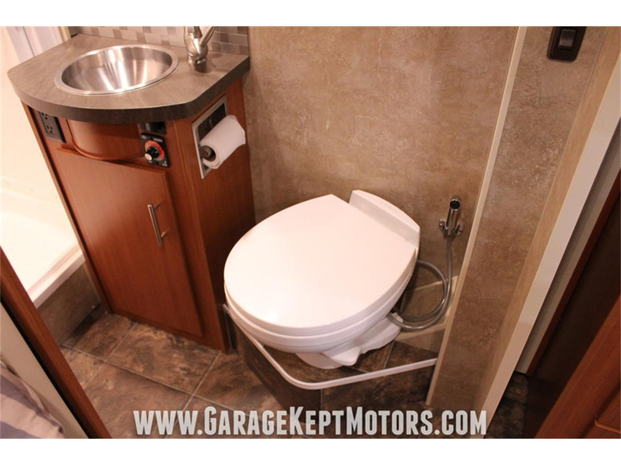 Large Picture of '14 Winnebago Via 25P Offered by Garage Kept Motors - MO40