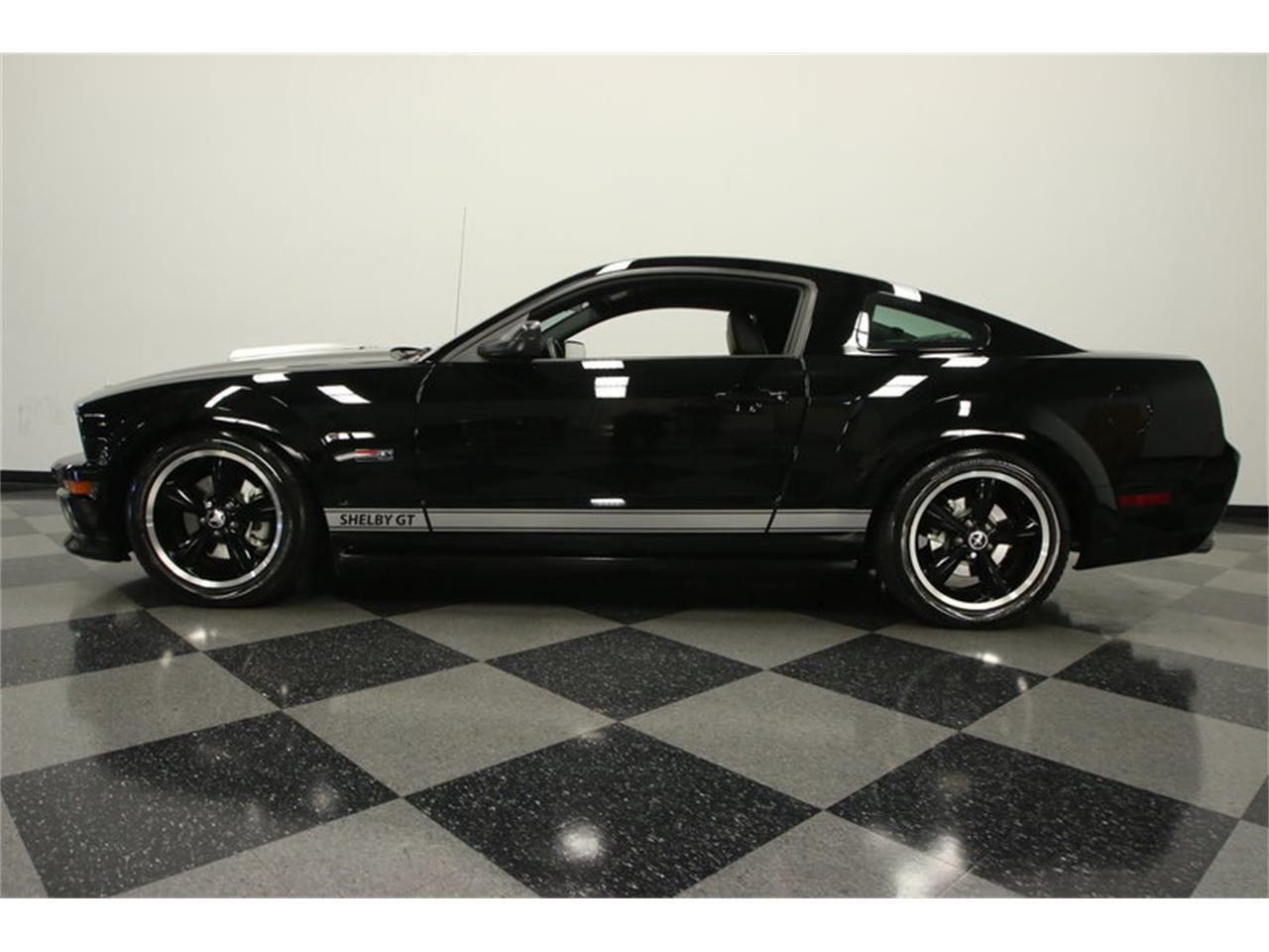 Large Picture of '07 GT - $29,995.00 Offered by Streetside Classics - Tampa - MO4G