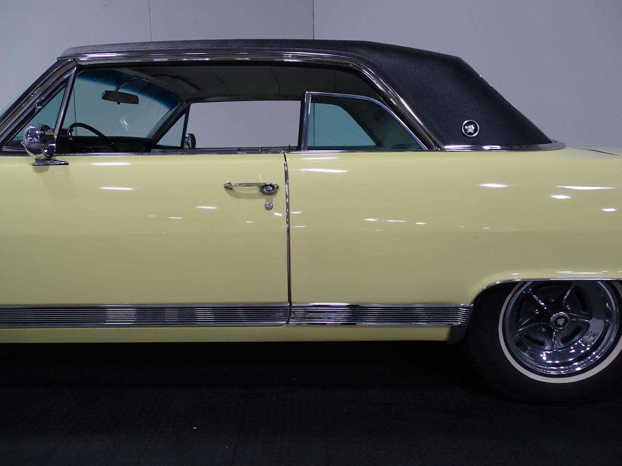 Large Picture of Classic 1964 Buick Wildcat - MO52