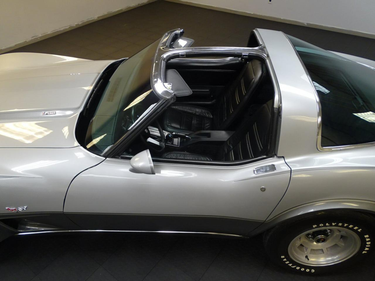 Large Picture of '78 Corvette - MO54