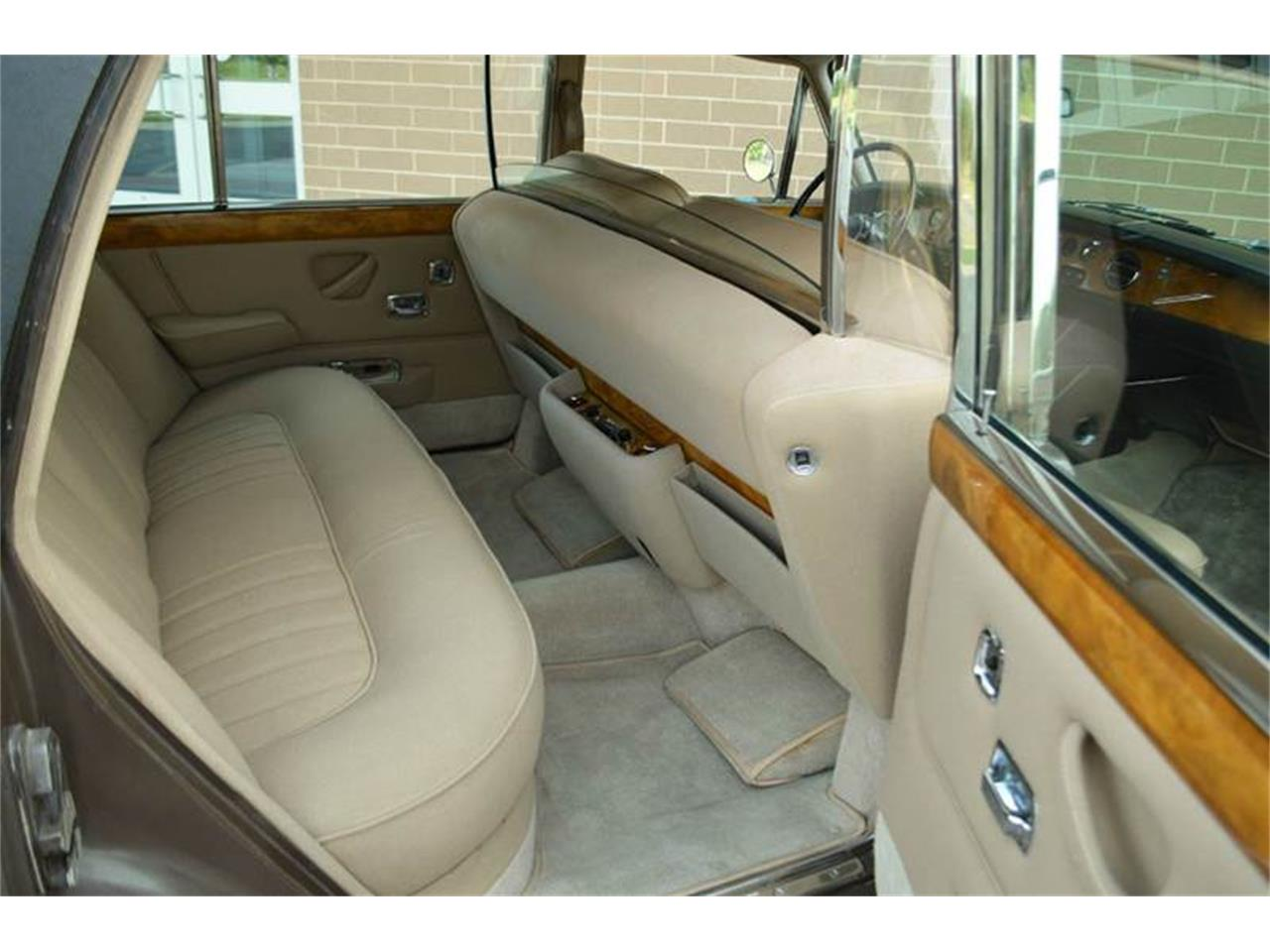Large Picture of '69 Rolls-Royce Silver Shadow located in Illinois - $54,000.00 - MO62