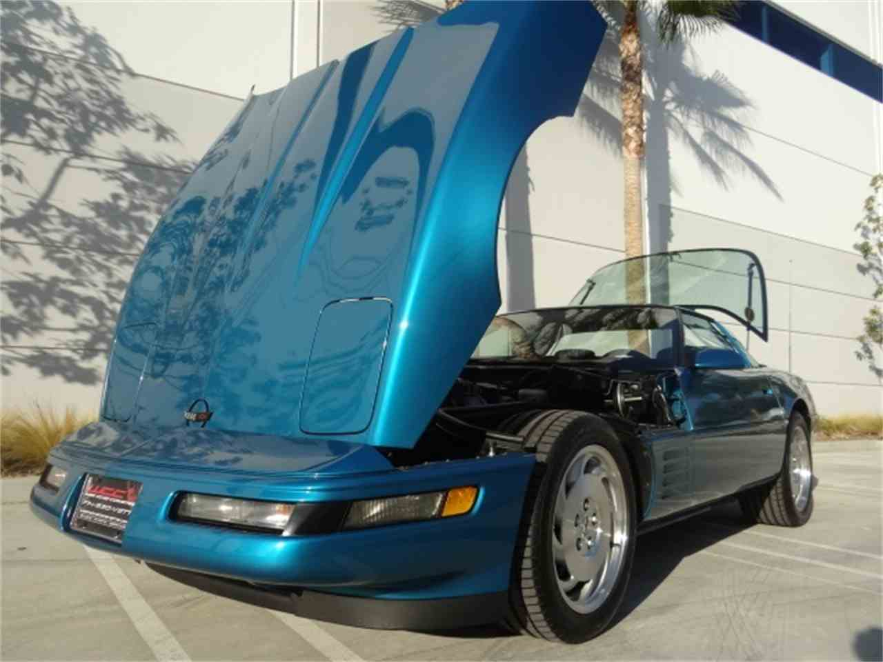 Large Picture of '93 Chevrolet Corvette located in California - MO6A