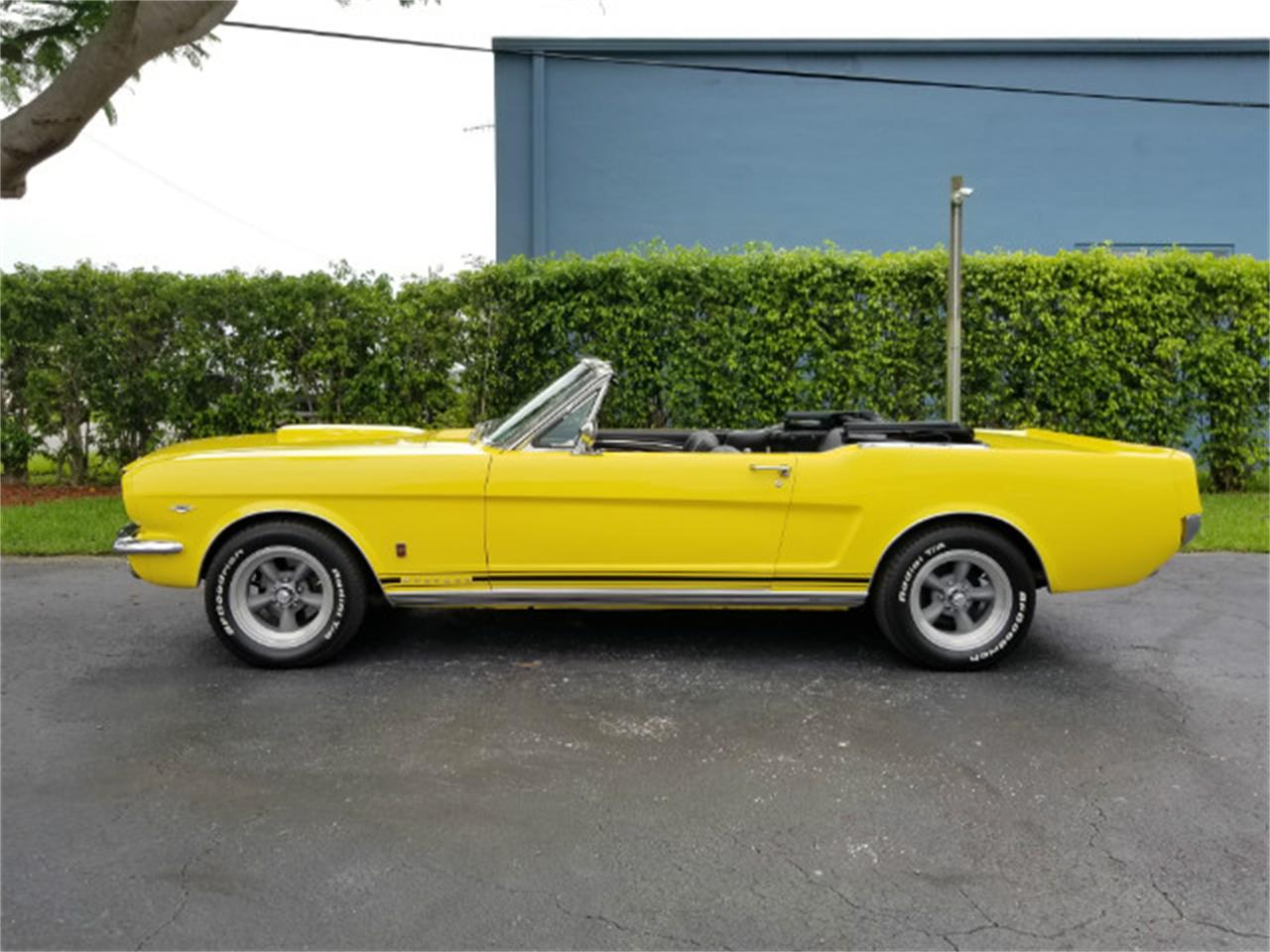 Large Picture of 1966 Ford Mustang - MO76