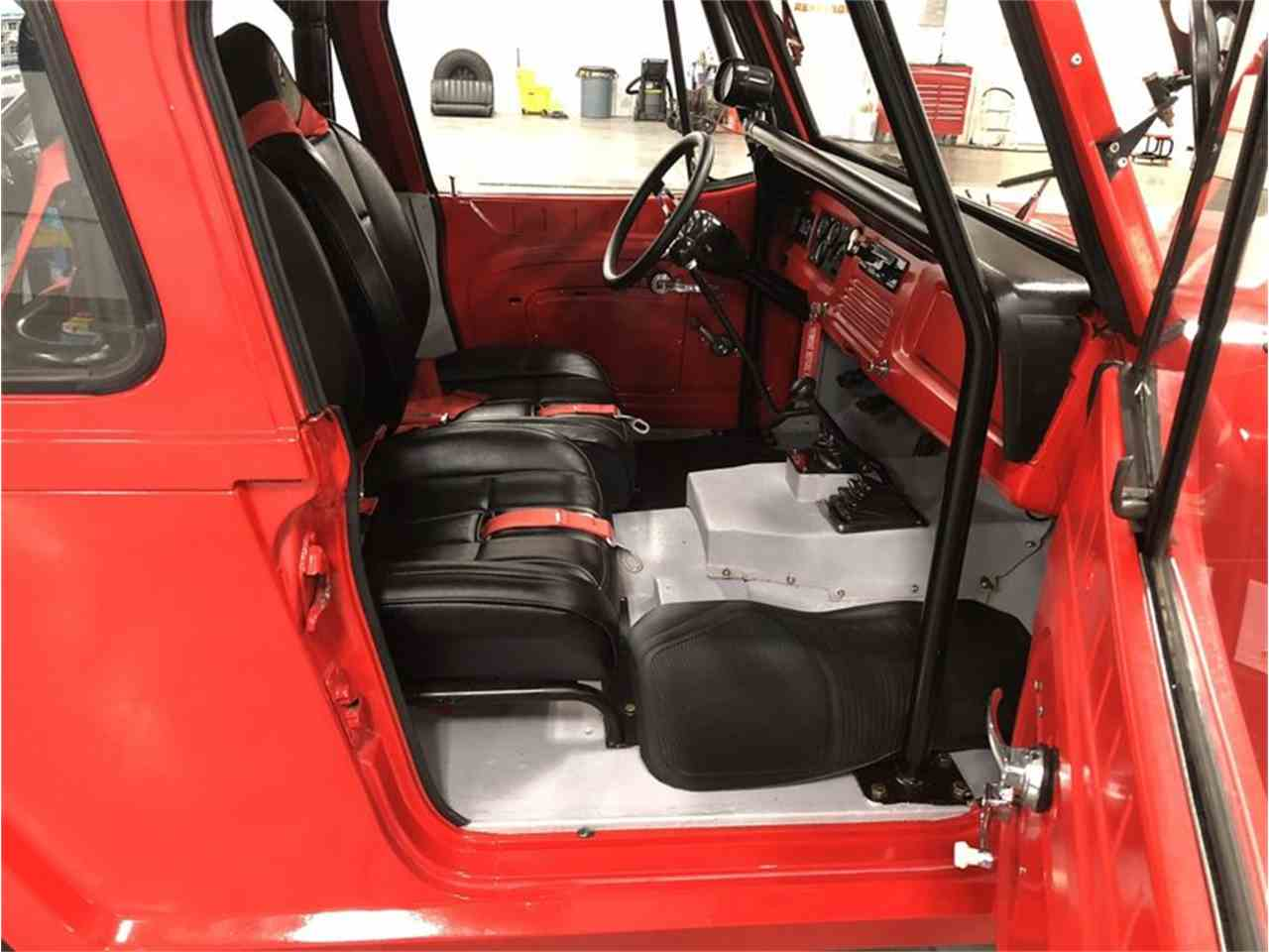 Large Picture of '72 Jeep Commando located in Holland  Michigan Offered by 4-Wheel Classics - MO7N