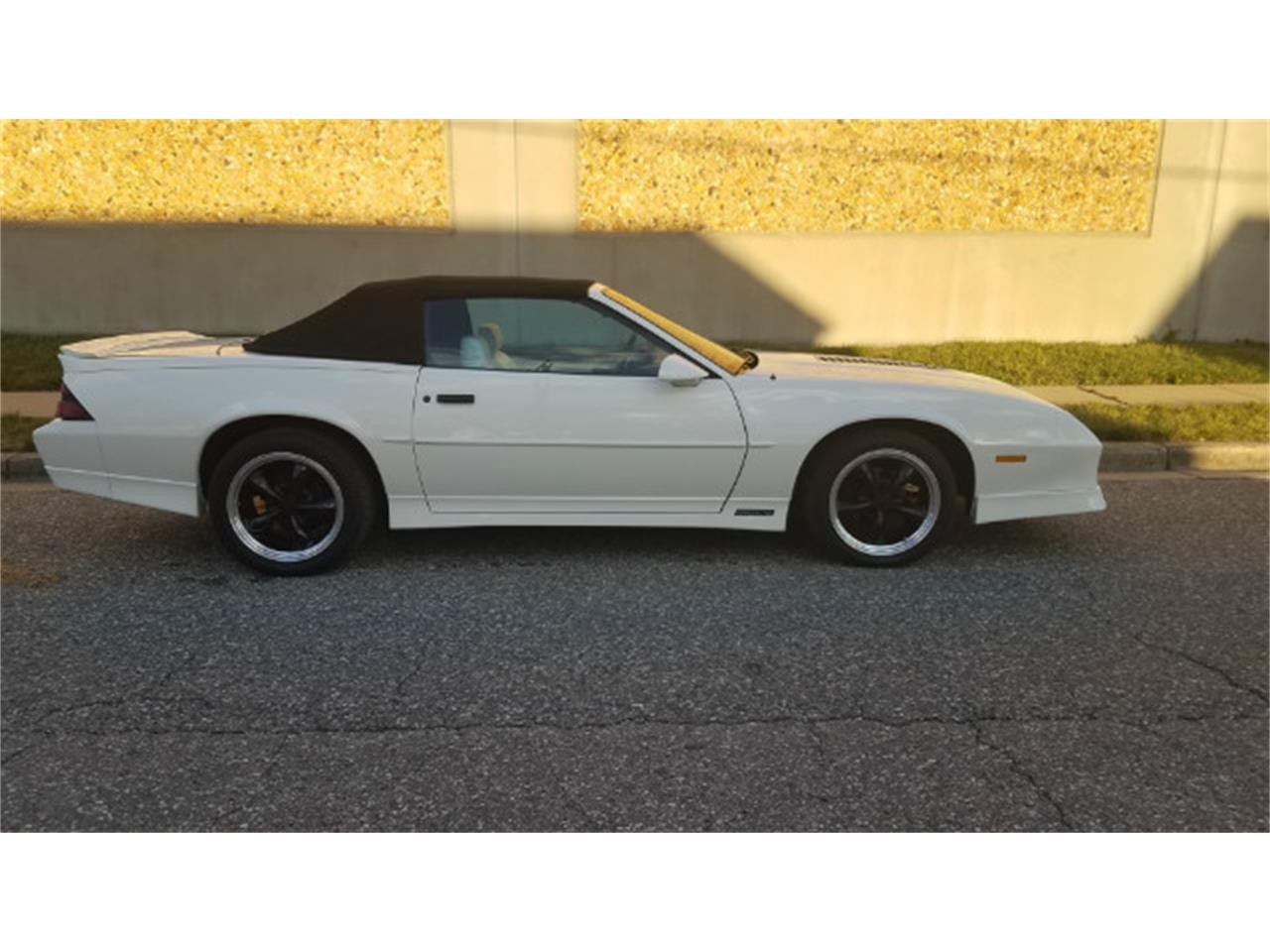 Large Picture of '89 Camaro located in Linthicum Maryland - MO8K